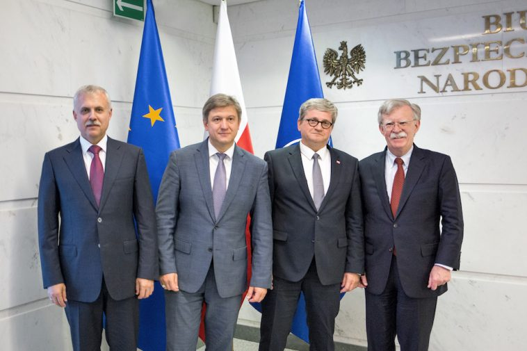Болтон рассказал, зачем собрал секретарей совбезов Беларуси, Украины и Польши в Варшаве