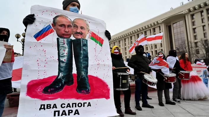Дорогою Януковича: про що проситиме Лукашенко в Сочі на зустрічі з Путіним