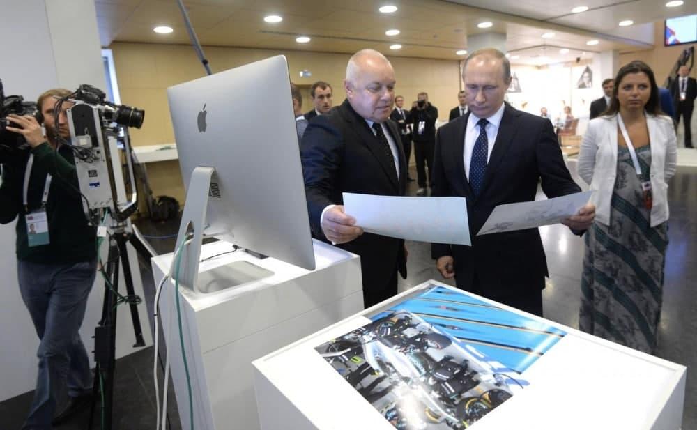 Порівнюємо антиукраїнські наративи кремлівської пропаганди в Білорусі та в Україні